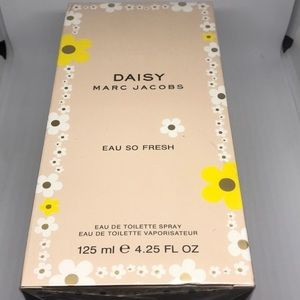 •Daisy By Marc Jacobs•